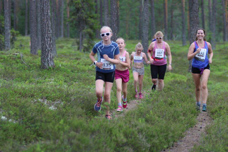 Glade løpere i Risberget rundt 2019. Foto: Rolf Bakken
